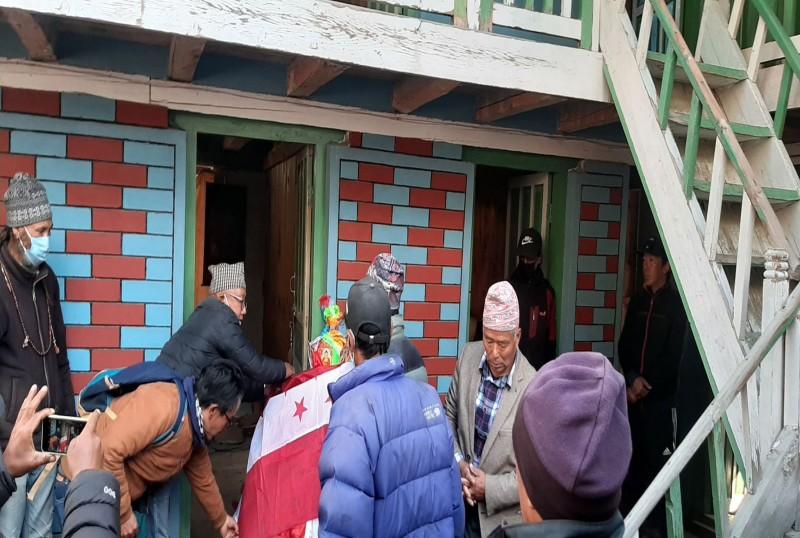 नेपाली कांग्रेस मनाङका सक्रीय सदस्य पेमा छिरिङ्गको अन्त्येष्टी गरियो