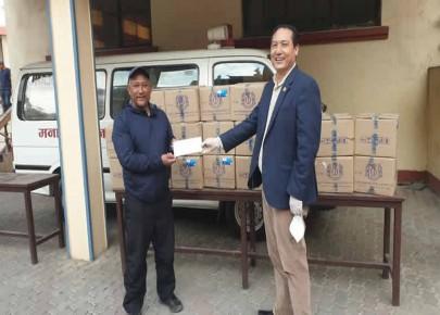 मनाङ समाजले वितरण ग¥यो राजधानीका निस्याङबासीहरुलाई स्वास्थ्य सामाग्री