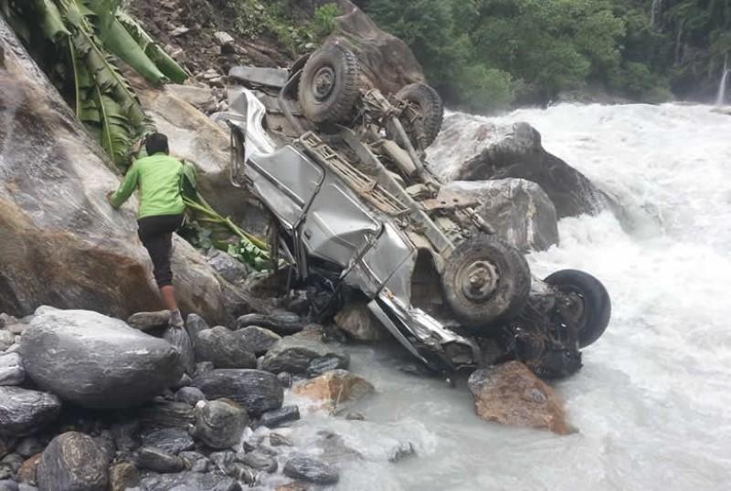 मस्र्याङ्ग्दी नदीमा भएको जीप जीप खसेर चालकको मृत्यु