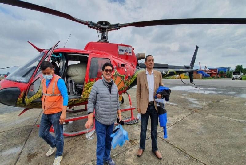 पूर्वश्रम तथा रोजगार राज्यमन्त्री टेकबहादुर गुरुङ र सांसद कर्म घले राहत सहति मनाङमा